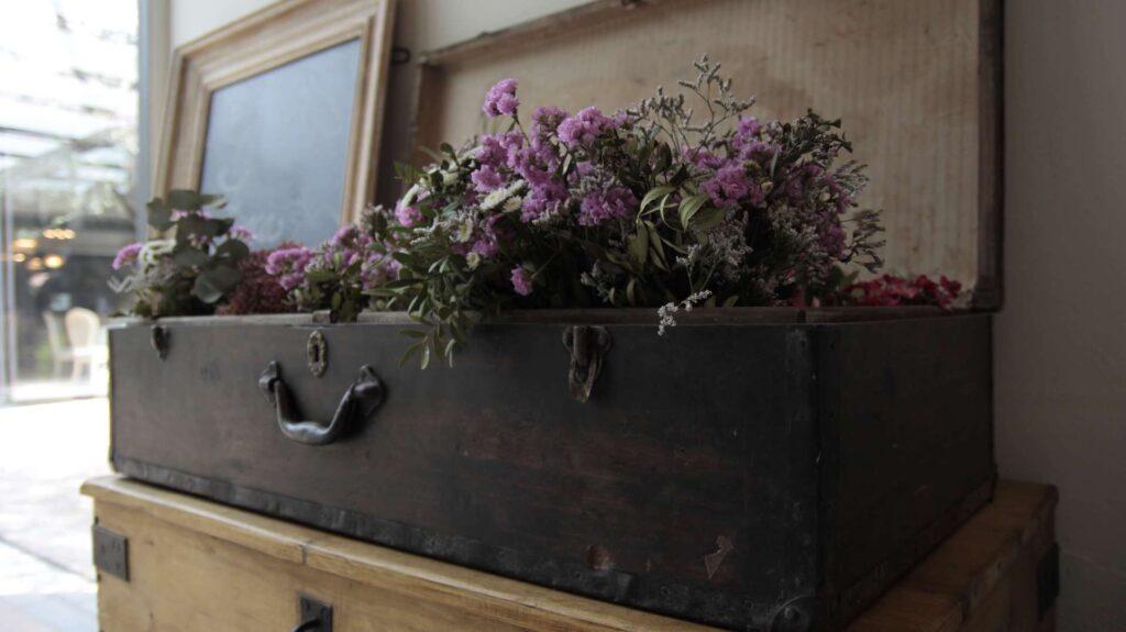 maleta-vieja-decoracion-dekinsa